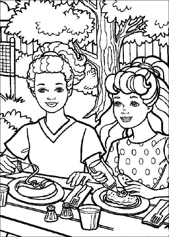Раскраска Мальчик и девушка обедают на природе. Скачать .  Распечатать