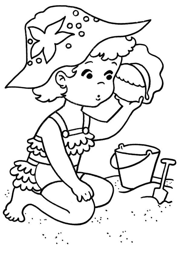 Раскраска Лето, море, пляж, девочка лепит фигурки из песка. Скачать Лето.  Распечатать Лето