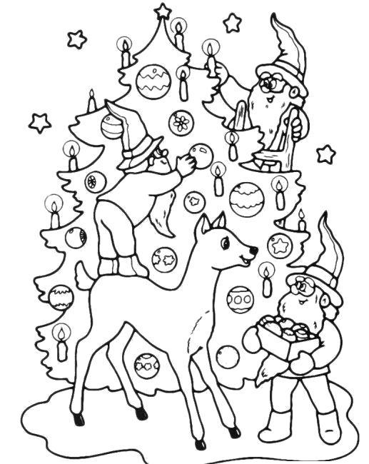 Раскраска олени и гномы  около новогодней елки. Скачать Елка.  Распечатать Новый год