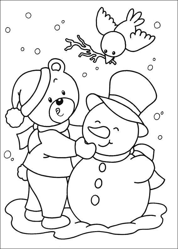 Раскраска Мишка лепит снеговика. Скачать .  Распечатать