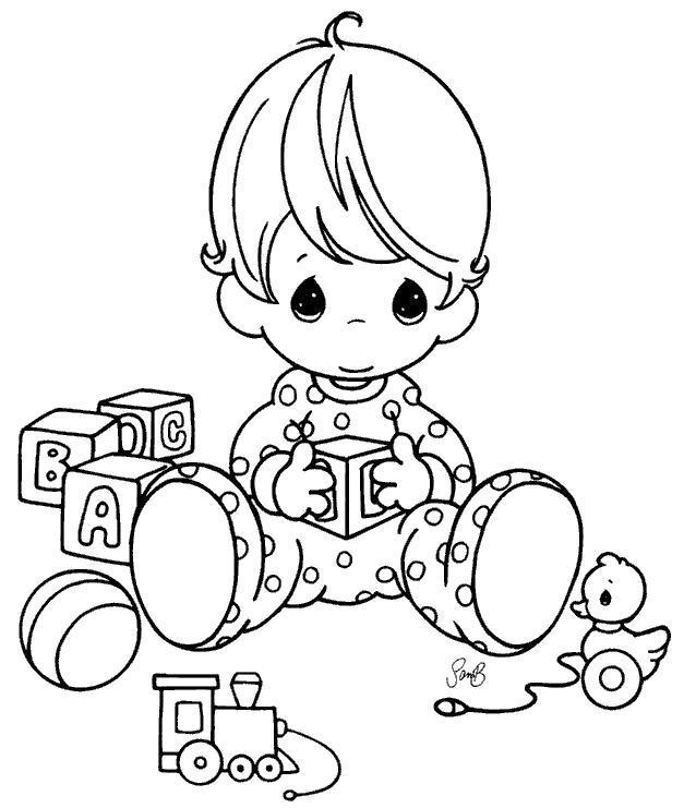 Раскраска Малыш играет с кубиками. Скачать .  Распечатать
