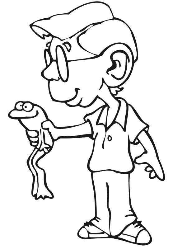 Раскраска Мальчик поймал лягушку. Скачать .  Распечатать
