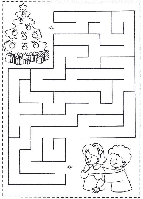 Раскраска лабиринт, легкий лабиринт, дети и елка. Скачать лабиринт.  Распечатать лабиринт