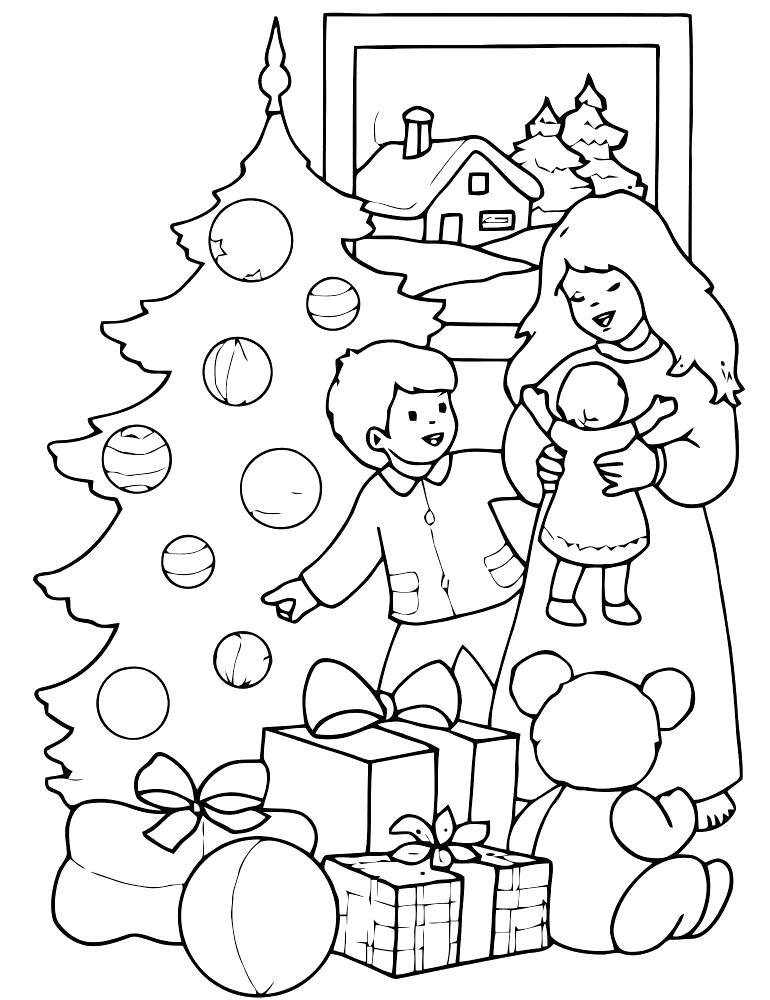 Раскраска рождество, мама дарит подарки. Скачать Рождество.  Распечатать Рождество