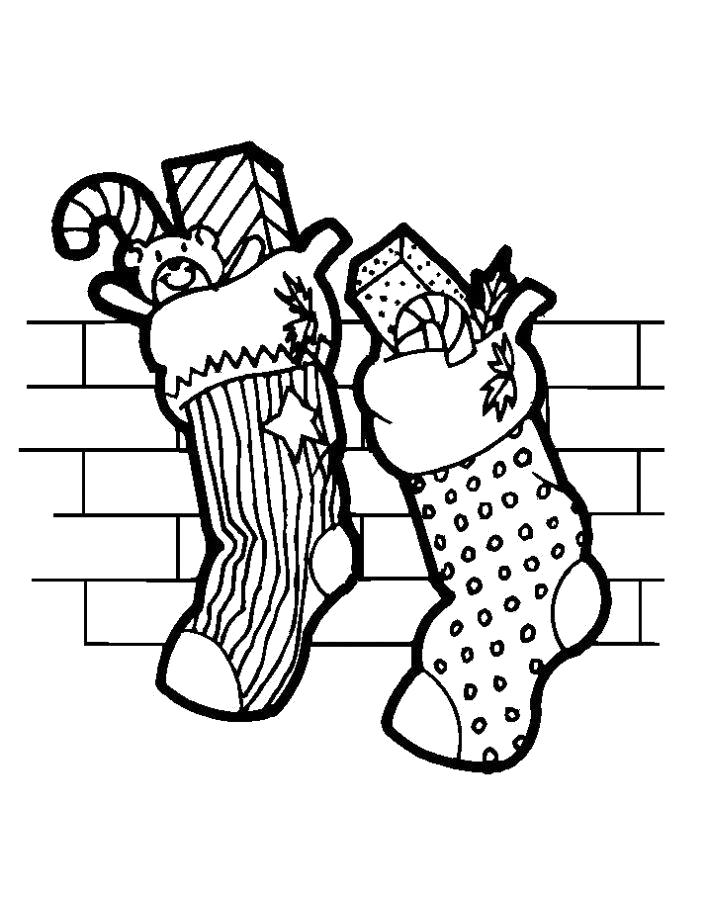 Раскраска  подарки в носках. Скачать Подарки.  Распечатать Новый год