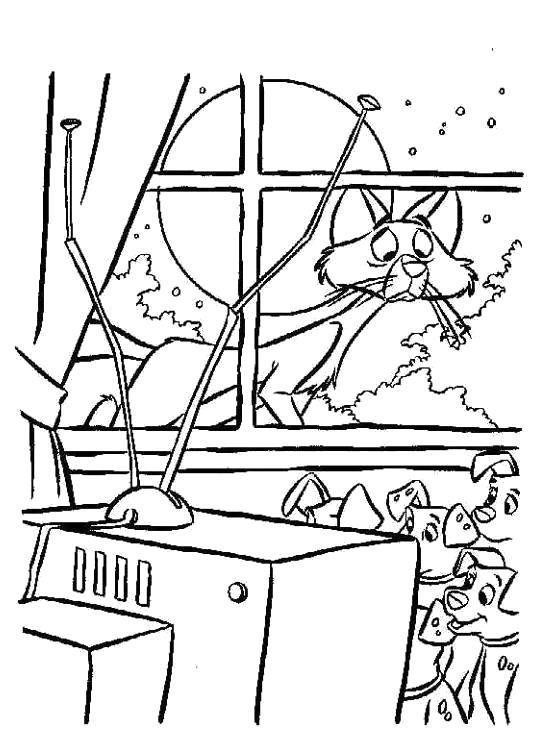 Раскраска  для детей - 101 далматинец, собаки смотрят телевизор, за окном кот. Скачать 101 далматинец.  Распечатать 101 далматинец