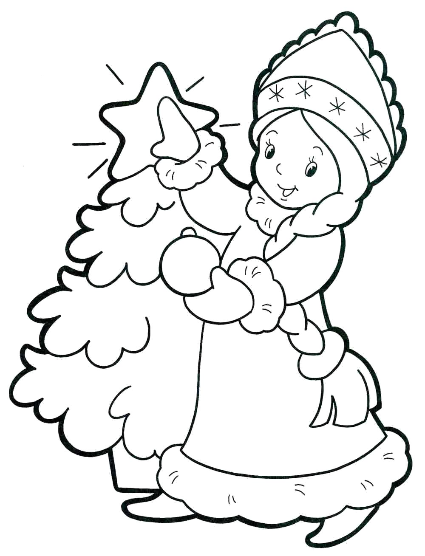 Раскраска снегурочка украшает елку. Скачать новогодние.  Распечатать новогодние