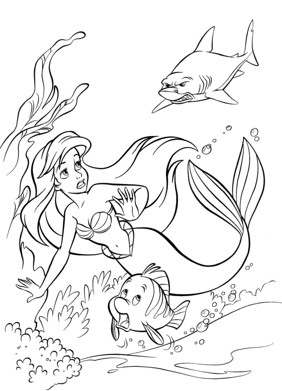 Раскраска Ариэль и Флаундер спасаются от акулы . Ариэль